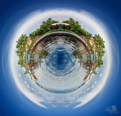 Cape Coral Globe (t0m_ka) Tags: blue summer cloud sun reflection tree green art water clouds contrast digital canon boot boat globe klein little sommer details small wolke wolken palm planet mirrored retouch sonne palme schiff weltkugel globus gespiegelt 50d