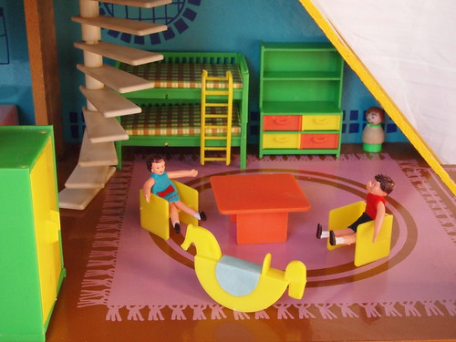 1974 OKWA dolls house - Kinderzimmer