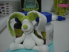e ele secando, ainda sem a carinha.... (Alane  maria julia biscuit) Tags: cute rabbit easter julia handmade maria pscoa biscuit howto coelho fofo pap coelhinho passoapasso comofazer