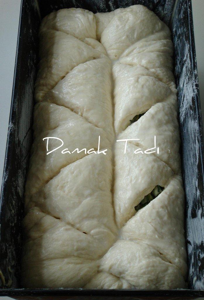 Ispanaklı Soğanlı Ekmek