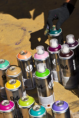 Art Brut Graffiti (James Ng Photography) Tags: barcelona street españa color colour art closeup graffiti spain mural europe paint sony bcn spray artists artbrut cans alpha dslr spraying 2010 brut pintando a700 callejeros jimslim artitistas artbrutbcn