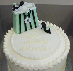 Shopping themed Cake (CupCakeBite/Cup Cake Pantry) Tags: carrotcake whitechocolate shoecake shoppingcake cupcakepantry