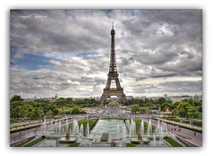 The Tower, seen from the Trocadero / La Tour, vu du Trocadro (2guyscoop) Tags: sky copyright paris france tower grass nikon europe raw nef tour eiffeltower ciel toureiffel fx23 guyscoop fontaine hdr idf pelouse jetdeau foutain d300 trocadro hdrwithoneraw eiffen