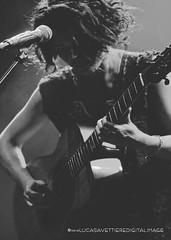 carmen consoli (lulazzo [non vede, non sente, non parla]) Tags: italy nikon italia concerto sicily palermo carmen metropolitan sicilia chitarra consoli carmenconsoli cantantessa cantautrice nikond300 lulazzo lucasavettiere