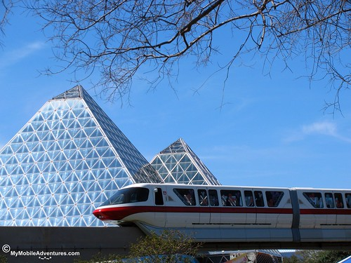 IMG_3217-WDW-EPCOT-monorail-imagination