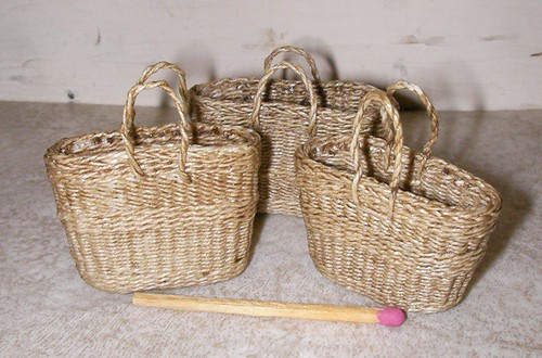 CDHM Artisan Lidi Stroud, IGMA Artisan of Nambucca's Little Shoppe weaves 1:12 scale handled baskets using waxed linen for weavers.  This basket is for the dollhouse miniature enthusist