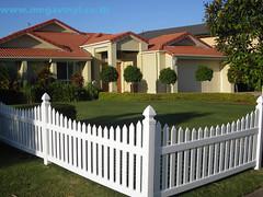 ราคารั้วสำเร็จรูป แบบรั้วหน้าบ้าน แบบรั้วบ้านสวยๆ รั้วไวนิล