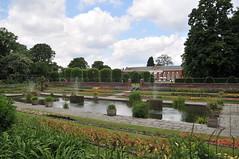 Kensington Palace (Saad Al-Enezi) Tags: trees england sky cloud tree london water fountain clouds garden pond nikon skies kensington kensingtonpalace d300 saadalenzi