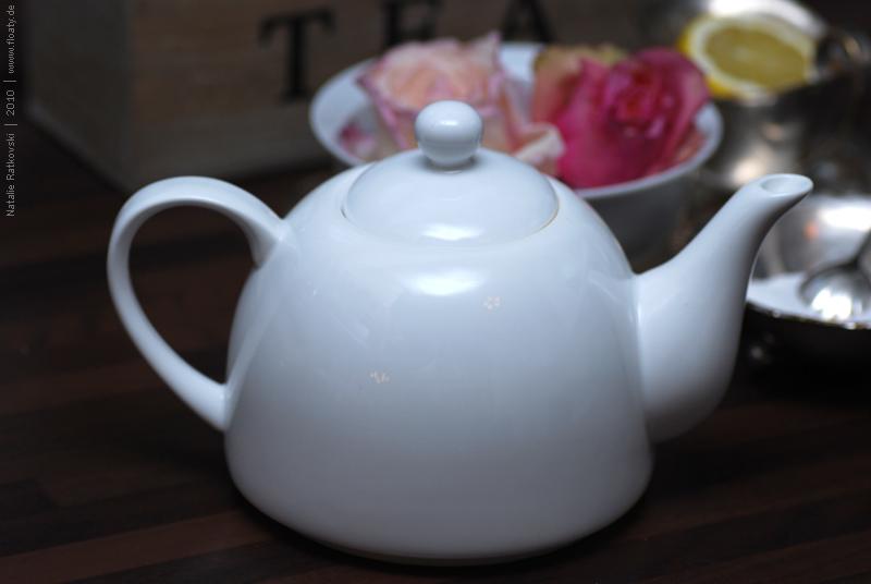 Mad tea ceremony, 01