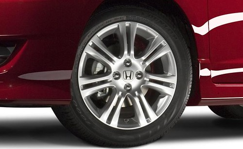 2010-Honda-Fit-Sport-16-Inch-Alloy-Wheel-Close-Up