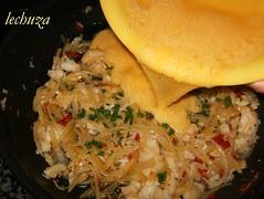 Filloas de piquillo con bacalao-añadir huevo