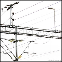Wires (Ole Andre Skarbvik) Tags: blackandwhite bw lines square wires minimalistic flickraward oleandreskarbvik
