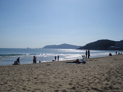Beautiful Day (Keith Mac Uidhir 김채윤 (Thanks for 8m views)) Tags: blue light sea sun sunlight praia beach sunshine strand coast sand asia asien blauw blu south playa korea bleu un coastal busan asie blau southkorea dae plage ブルー niebieski mavi spiaggia aasia asya á pantai pusan biru azia azië 한국 asul haeundae ásia 부산 plaża uimaranta синий 蓝色 selatan plaj пляж أزرق 亚洲 μπλε 해운대 hae pláž 砂浜 亞洲 châu dalampasigan 해변 아시아 灘 푸른 آسيا ázsia नीला азия สีน้ำเงิน 부산시 ασία màuxanh নীল азиэ
