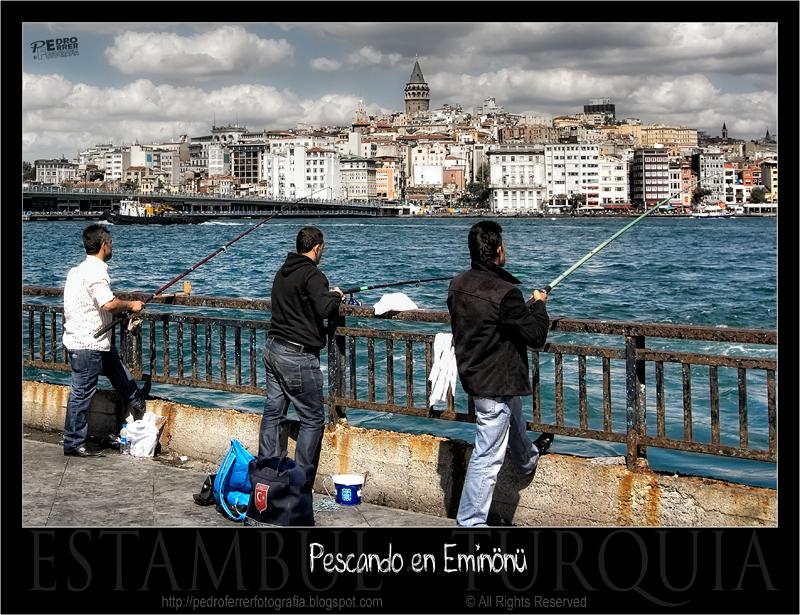 Fishermen on Eminönü - Istanbul - The golden horn