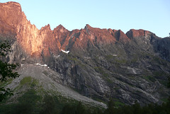 #0494 Trollveggen (Fjordblick) Tags: mountain berg norway rock norge north skandinavien norwegen noruega fels scandinavia rauma norvegia romsdalen norsk norvge trollveggen massiv steilwand ndalsnes trolltindan bokml trollwand trollwall felsmassiv trolltindene
