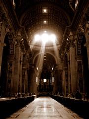 [フリー画像] [人工風景] [建造物/建築物] [インテリア] [教会/聖堂] [バチカン風景] [セピア] [太陽光線]    [フリー素材]
