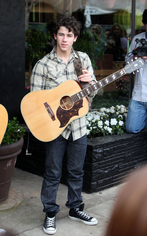 Nick Jonas Performing In Sherman Oaks