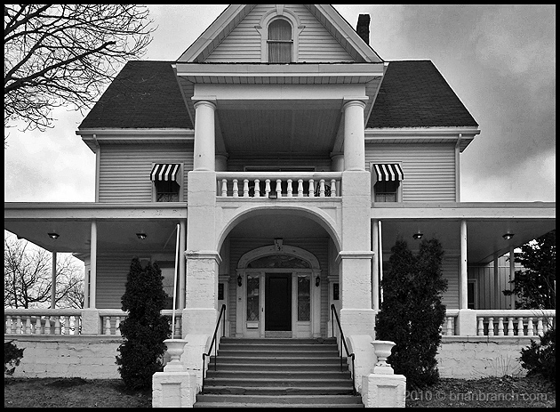 P1090334_funeral_house