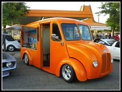 A&W Root Beer Divco (Dusty_73) Tags: california county cruise orange beer night truck drive w drivein delivery van custom root aw visalia divco tulare a