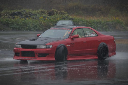 DAMN. Look at that wheel fitment under those overfenders!