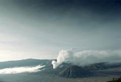 Against The Sky High (khaniv13) Tags: trip mountain film landscape mount malang nikonfe 2009 bromo eastjava 24mmf28ai penanjakan fujiproplus100 khaniv13
