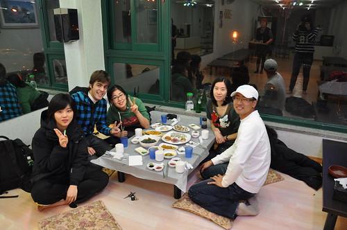 Con los coreanos