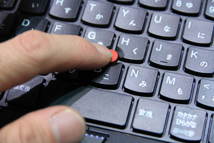 ThinkPad Edge 13 指先で触るトラックポイント