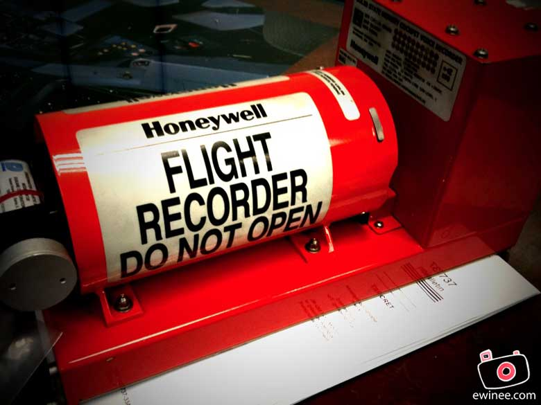 College-Aircraft-737-flight-recorder