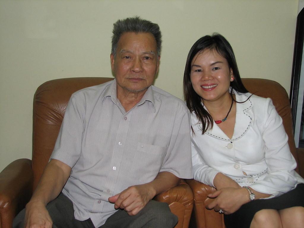 GS. Trần Phương (nguyên Phó Chủ tịch Hội đồng Bộ trưởng) và nhà ngoại cảm Phan Thị Bích Hằng.