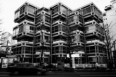 VILLA BIANCA (Rustlica) Tags: park light bw white black reflection japan tokyo mirror view 28mm sigma yoyogi harajyuku foveon dp1 apatrment