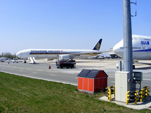 Singapore Airlines, Boeing 777-300ER 9V-SWN, stored @ Paris CDG