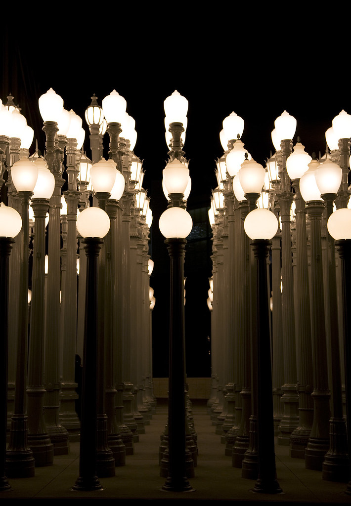 Chris Burden, Urban Light, night, detail