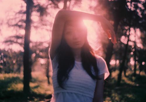 フリー画像| 人物写真| 女性ポートレイト| アジア女性| 森林/山林|       フリー素材|