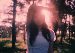 [フリー画像] [人物写真] [女性ポートレイト] [アジア女性] [森林/山林]       [フリー素材]