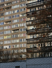 Slumsy oliborskie (siwa) Tags: polska bloki warszawa okno okna oliborz blokowisko