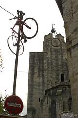 monter aux cieux (☆♺☆) Tags: vélo cloche lampadaire clocher uzzz u3z