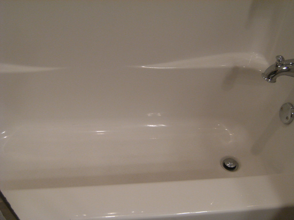 Clean fiberglass tubs fiberglass tubs bathtub cleaning tips How to clean bathtub