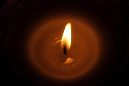 360:365为海地点燃蜡烛