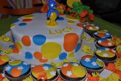 06_01 (Ana BB) Tags: birthday blue orange white yellow cake star cupcakes backyardigans