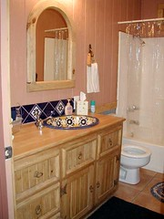 bath hall (Ruidoso Vacation Homes Lodging) Tags: lodging rental logcabin campbells ruidoso vacationhome httpwwwruidosovacationhomescom