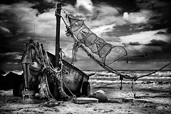 (Effe.Effe) Tags: sea bw beach monochrome photography boat fishing barca mare bn ropes pesca spiaggia bwdreams cordame