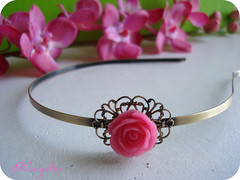 M21.1 (Natalocas) Tags: pink flowers flores hair handmade rosa craft jewelry bijoux accessories resin resina jewels cabelo hairband acessrios bijuterias metalaccessories bijutarias bandolete acessriosdemetal collectionfantasygarden