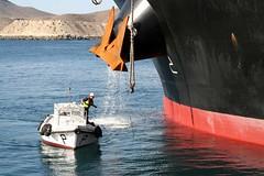 Cogiendo cabos (Jose Angel Motril) Tags: boat cabo barco ship anchor mooring maroma ancla bote liner carboneras amarrador linermen mineralbelgium