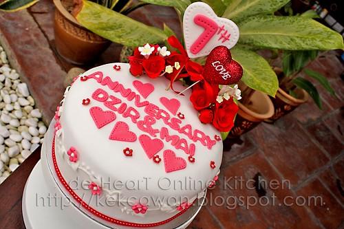 Anniversary Fondant Cake + Cupcakes