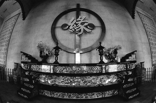 16 mm fisheye, f/5.6, 1/30, 0/-. Film: Kodak 400 TMax (分裝). 後製: EV +0.33, Black +20.