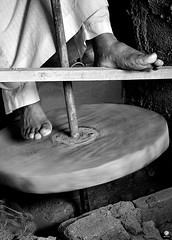 pottery-wheel_B&W (Dhowayan (Abu Yara)) Tags: pottery d90 حرف عرض طيران الجنادريه jenadriah jnadriasaudicraftsالجنادريه