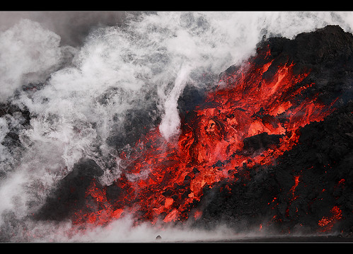 Smoking Hot - Eyjafjallajökull Eruption by orvaratli