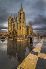 Tarde de lluvia (AvideCai) Tags: avidecai león catedral lluvia ciudad calle sigma1020 paisaje