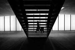 # (maekke) Tags: zürich oerlikon sbb trainstation publictransport silhouette woman symmetry architecture urban pointofview pov availablelight fujifilm x100t 35mm bw noiretblanc streetphotography 2017 ch switzerland