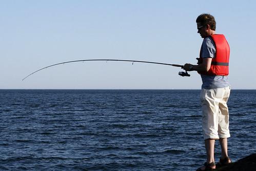 Fiskemulighetene er store rundt fyret, men fiskelykken liten for vår del.